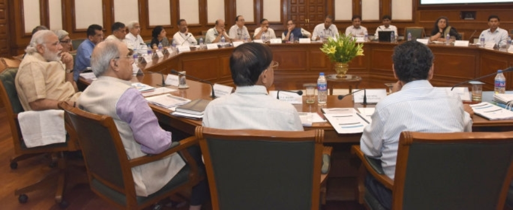 0.74697500_1464601493_684-pm-reviews-progress-in-railway-and-road-sectors