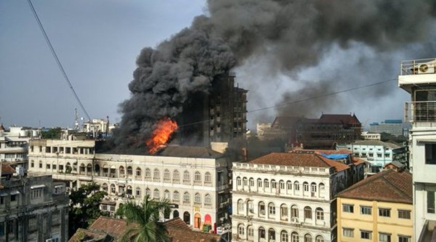 Huge fire breaks out at a building in Colaba, South Mumbai