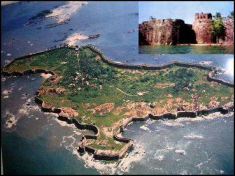 the-imposing-sindhudurg-fort-after-which-the-district-is-named