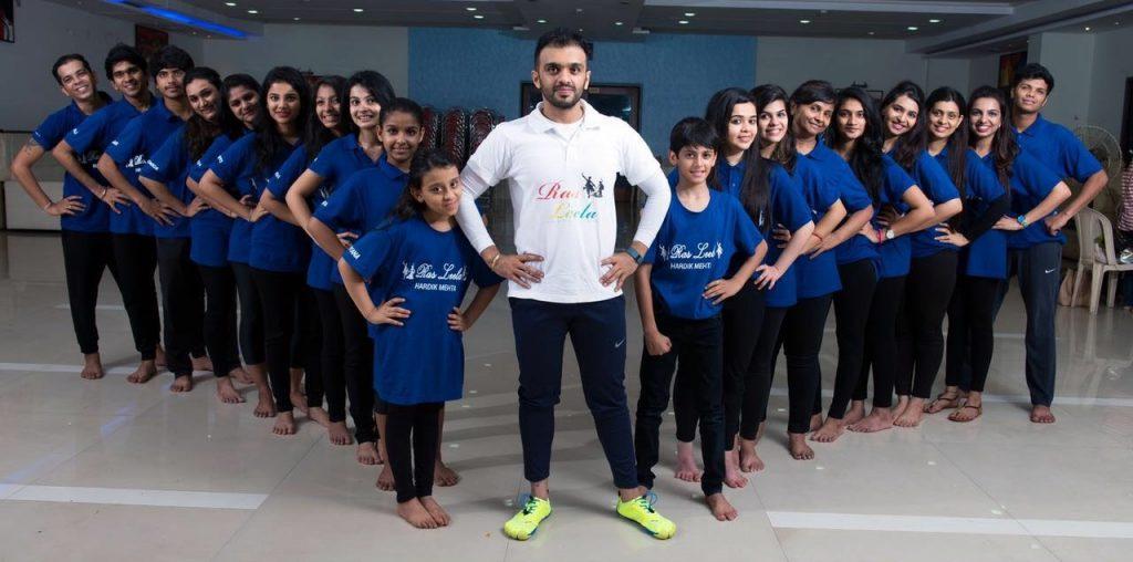 teacher-hardik-mehta-with-students-at-rasleela-dancing-class-in-mumbai