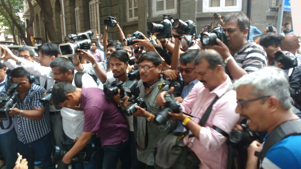 Mumbai Journalists take out silent rally against assault