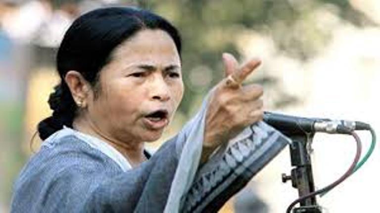 BJP attacks Mamata, calls her Queen of Saradha