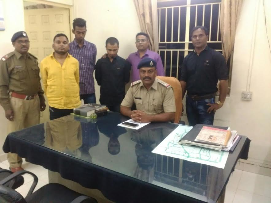Well educated youths arrested for mobile theft in Vadodara