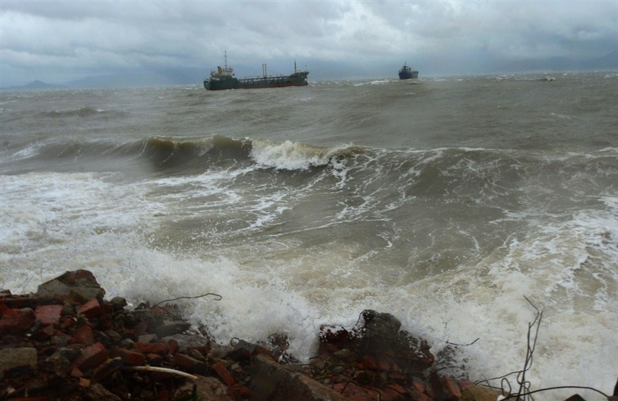 China issues yellow alert for ocean waves