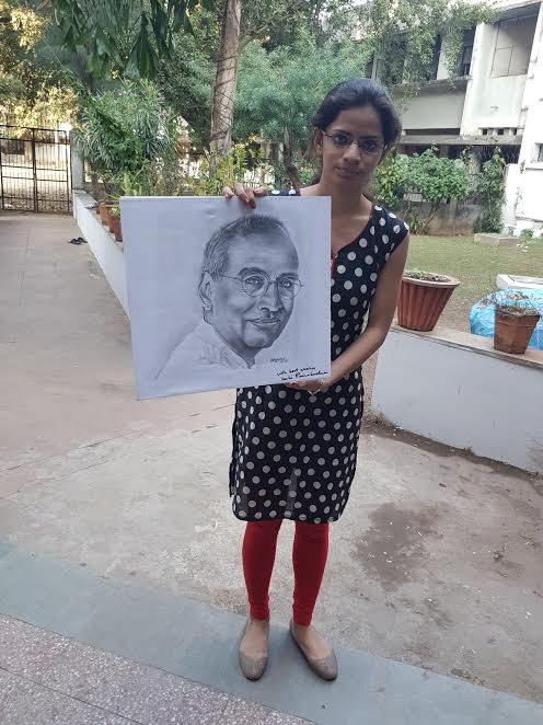 MSC Science student met her idol Venky, took autograph of him on his portrait made by her