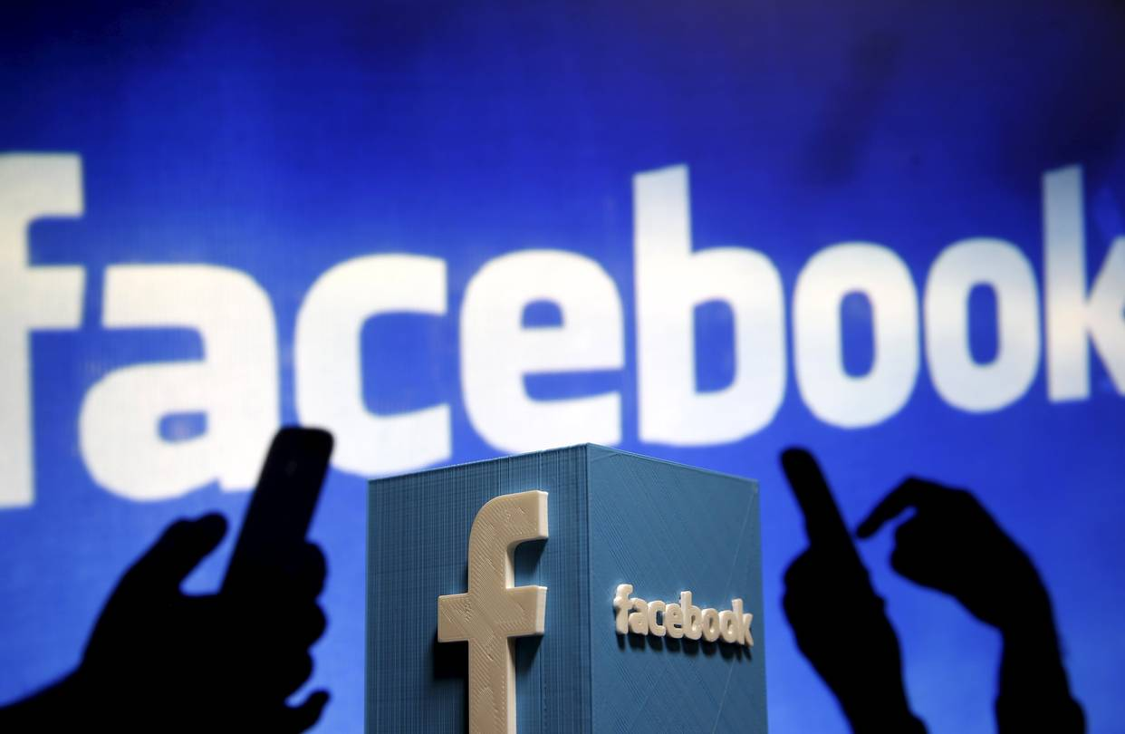 Facebook to put ads amid live videos