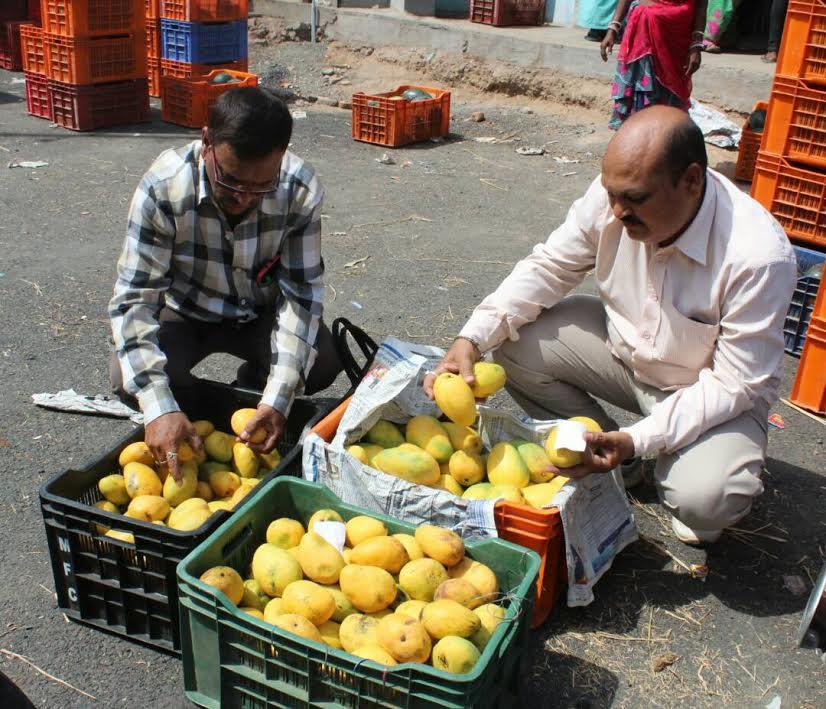VMSS health department team raid on fruit market