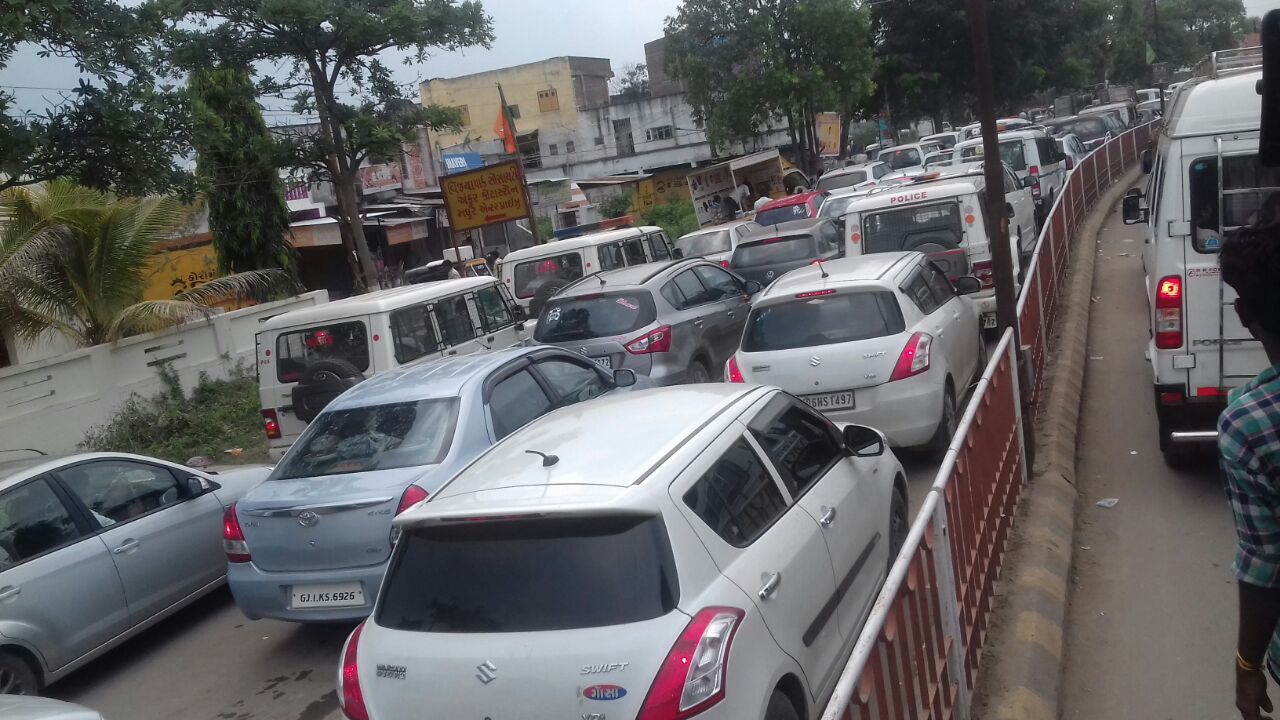 Heavy traffic jam at Dabhoi after PM programme