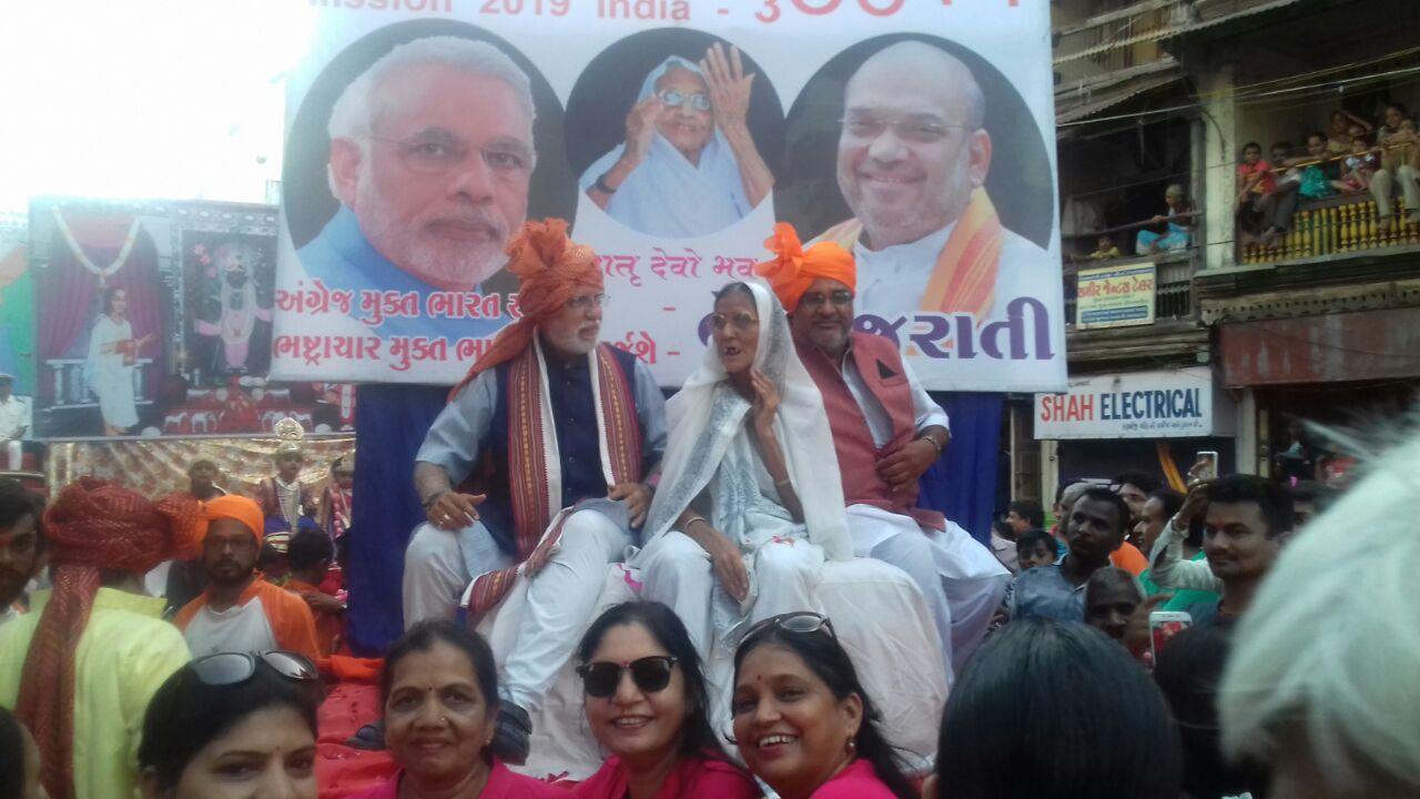 PM Modi lookalike attract crowd in Ganpati procession