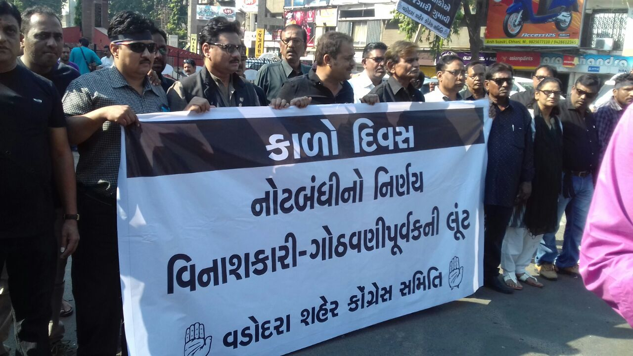 Vadodara Congress celebrates Black Day on 1st year completion of Demonetisation