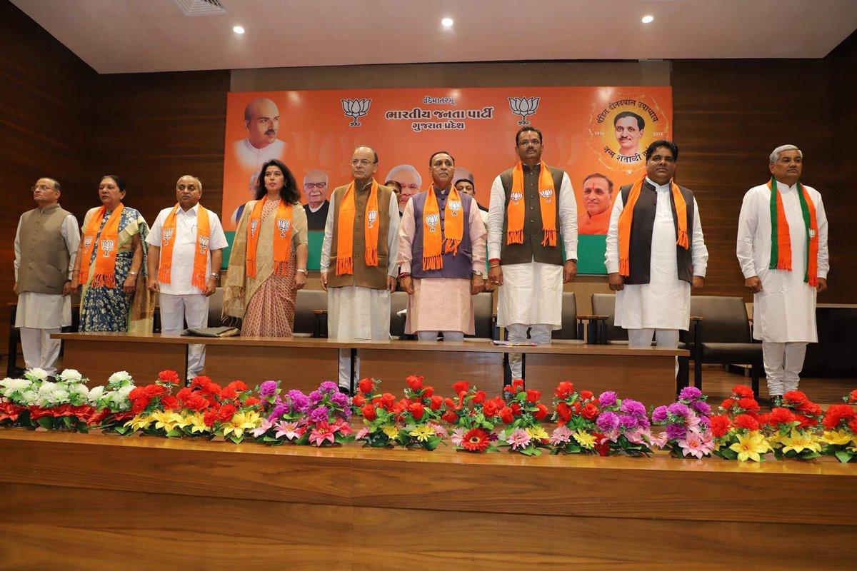 Vijay Rupani stays as Gujarat CM, Nitin Patel his deputy