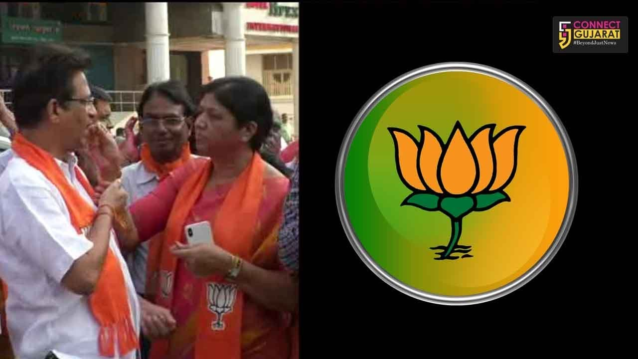 Vadodara BJP celebrate the thumping performance by party in Tripura