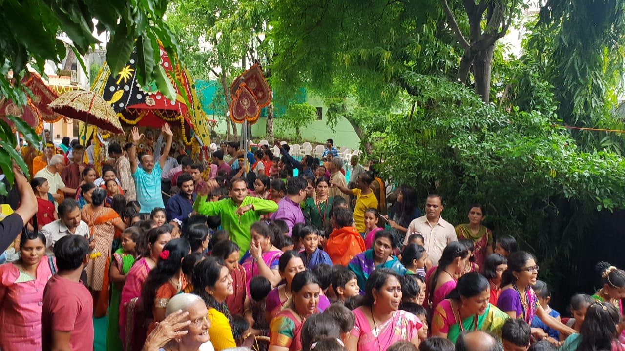Children pulls Jagannathji Rath in Prince Ashokaraje School Vadodara
