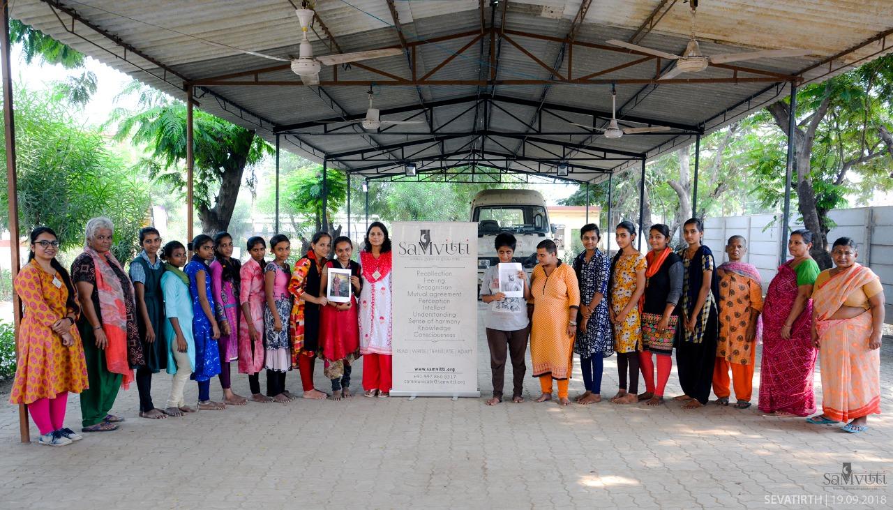 SahityaMitra Himangani Lakhera shared the story of Rajmata Jijabai Bhonsle to the women residents of Sevatirth in Vadodara