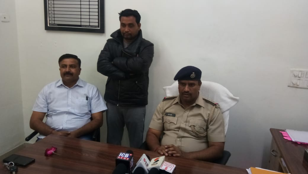 Karjan police arrested BJP Youth Vice President Rohan Nishania with liquor worth seven lakhs