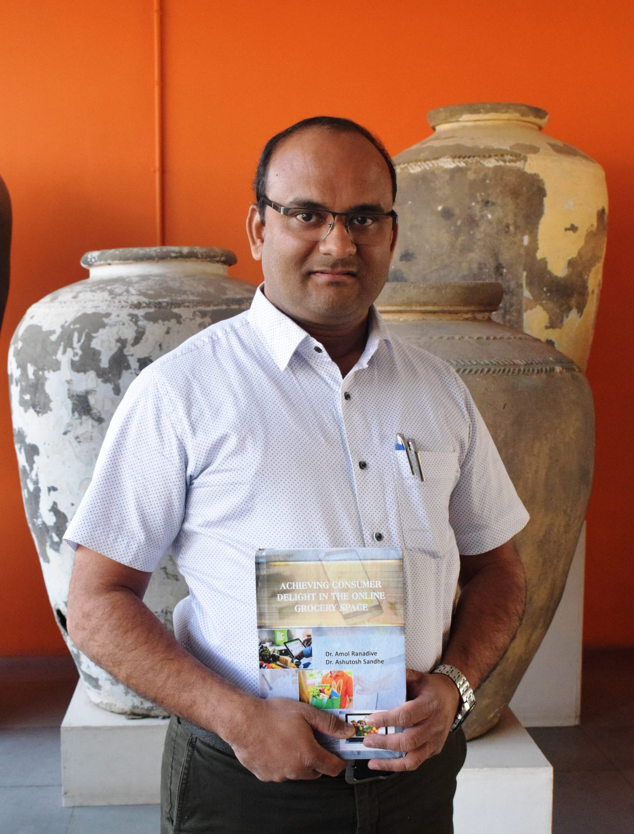 Research on Internet Grocery Consumers by NUV Assistant Professor