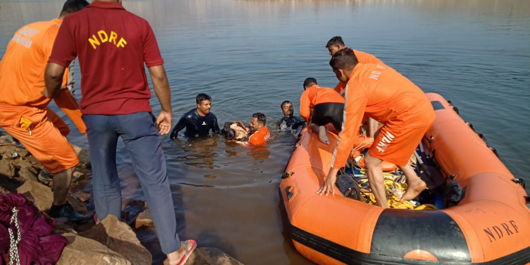 Two teams of 6 NDRF engaged in rescue work at Nandurbar