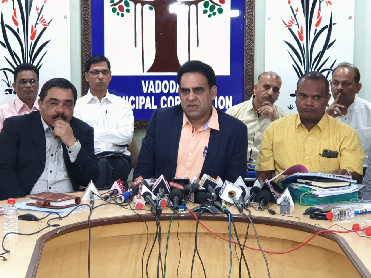 VMC commissioner presentS 3554 crore draft budget for 2019-20