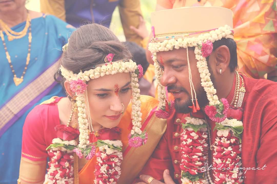 Russian girl married to Indian boy with both Indian and Russian traditions