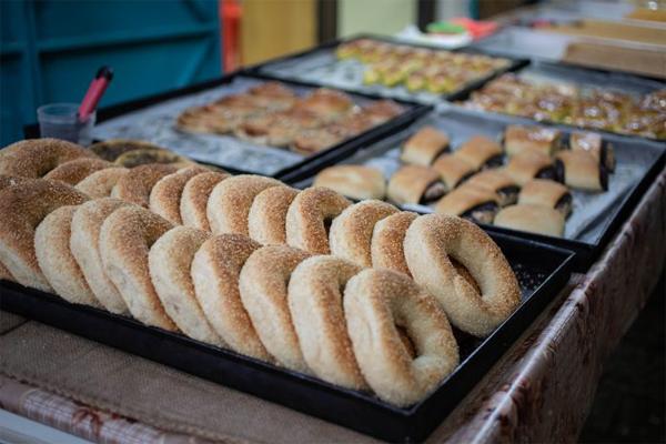Bagels-and-pastries.-Photo-credit-Haim-Yosef-600X400