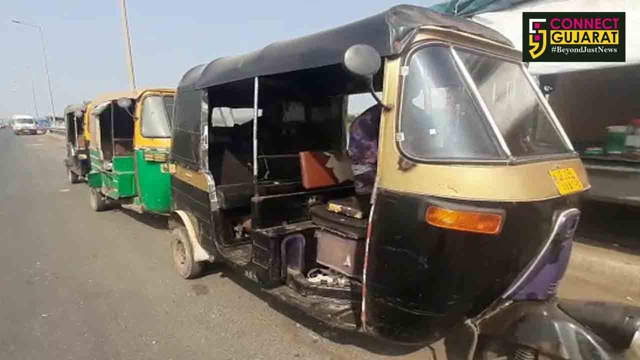 """Bharuch: """"Driverless Rickshaw"""" will surely make your head turn around to have a glance at"""