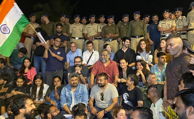 Anurag Kashyap, Zoya Akhtar, others lead Mumbai protest over JNU attack