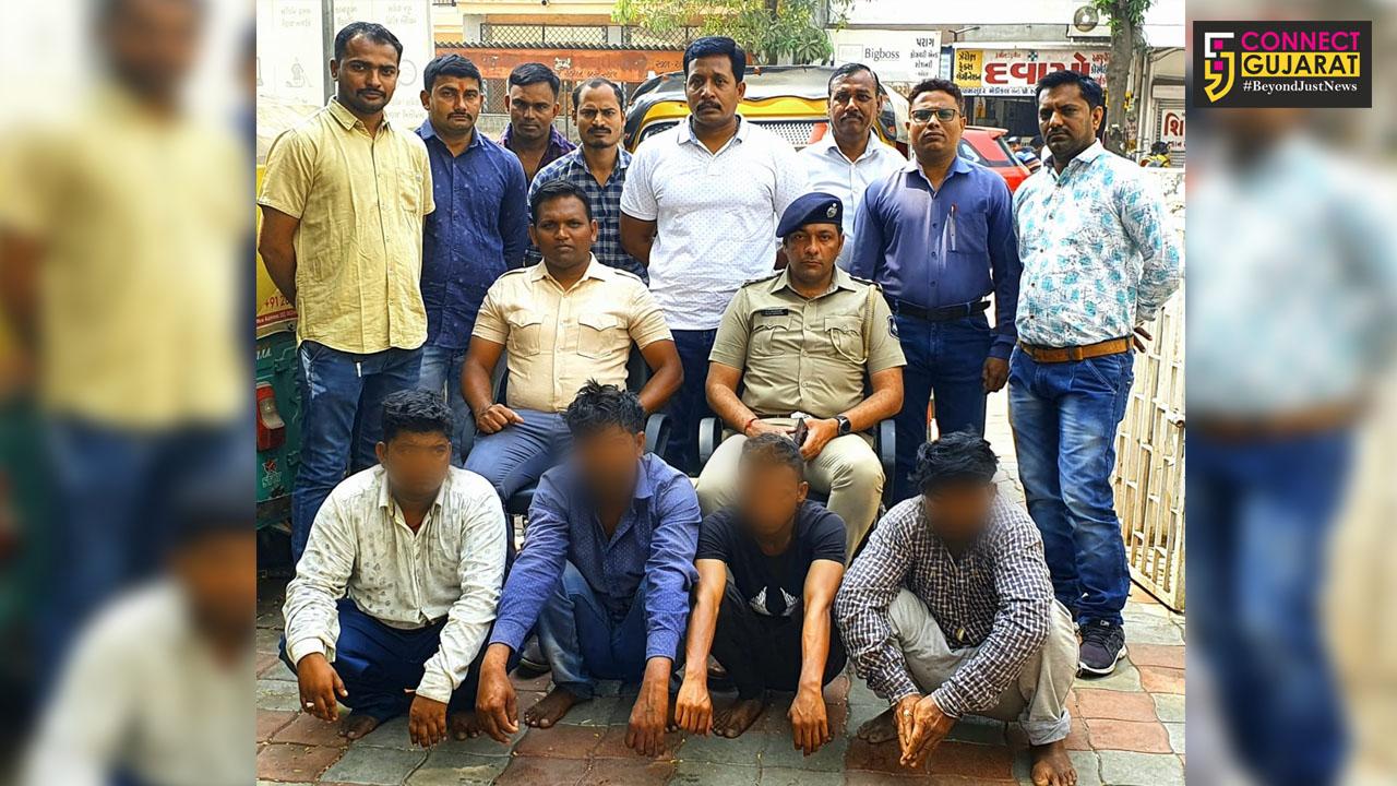 Vadodara Navapura police arrested the rickshaw gang involved in rob elderly passengers