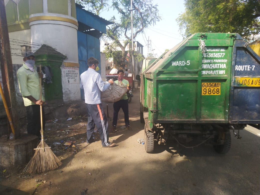 Sanitary workers of VMSS clean the city in view of Janta curfew
