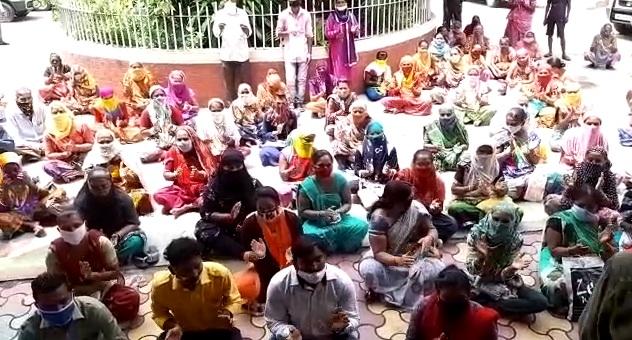 Sanjaynagar residents gives memorandum to district collector regarding their demands