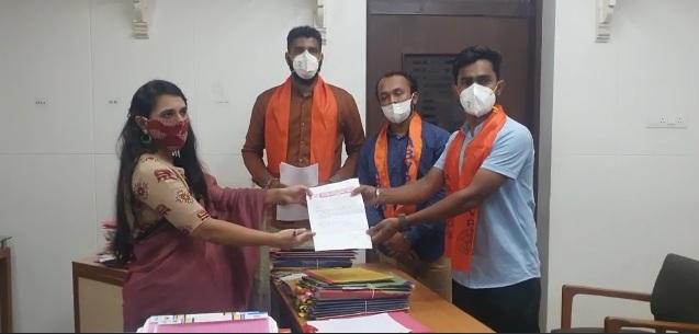 ABVP gives memorandum to district collector regarding NEET and JEE exams