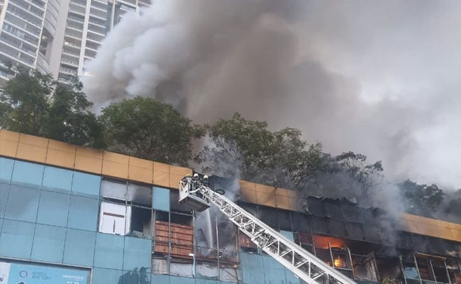 250 Mumbai fire fighters struggle to put out blaze at city mall
