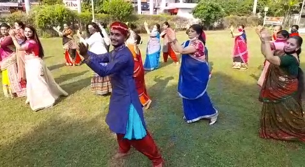 Yoga class in Vadodara organise special garba for its students