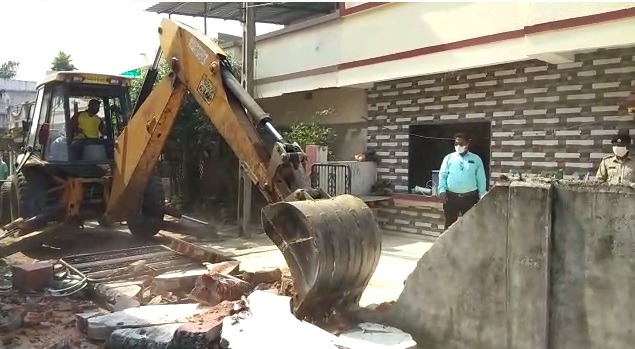 VMC anti encroachment team remove illegal structures in different parts of the city