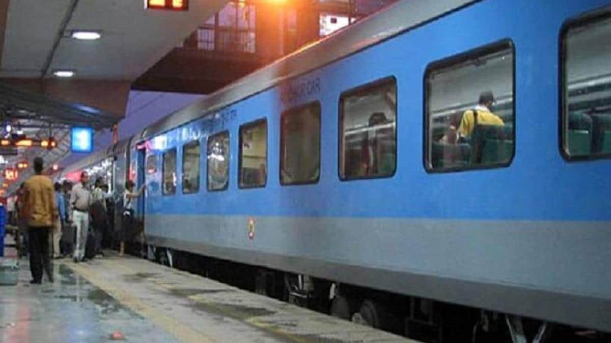 WR to extend the run of six more festive special trains with 96 additional services