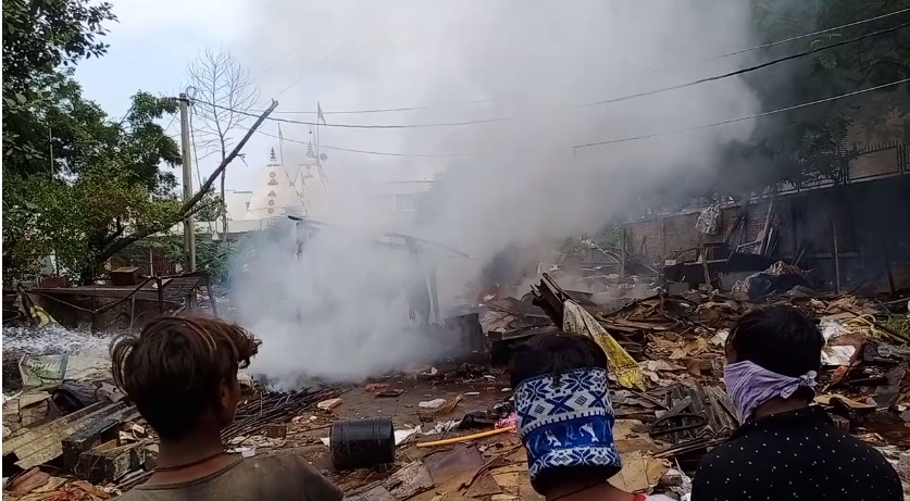 Fire started in encroachment materials removed by VMSS near Chhani TP 13