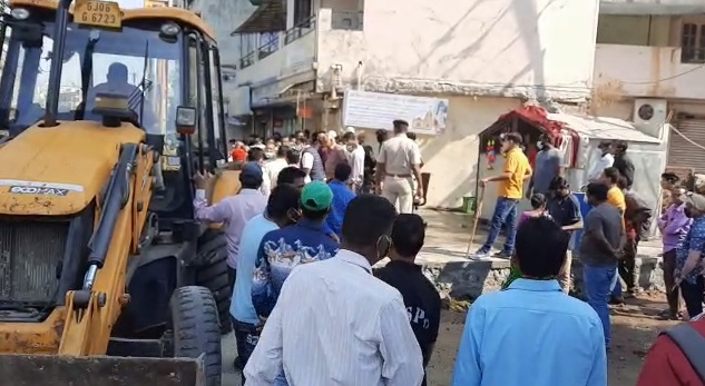 Locals protest over demolition of Ganpati temple in Vadodara