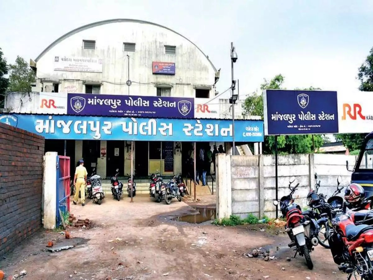Case against Vadodara police constable for corruption and extortion of money from Mumbai resident
