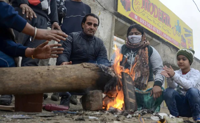 IMD: Cold wave knocks in Delhi and parts of North India, temperature falls by 1-2 degrees Celsius