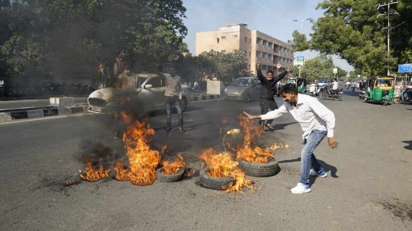Vadodara Congress burn tyres on NH 8 in support of agitating farmers and Bharat Bandh
