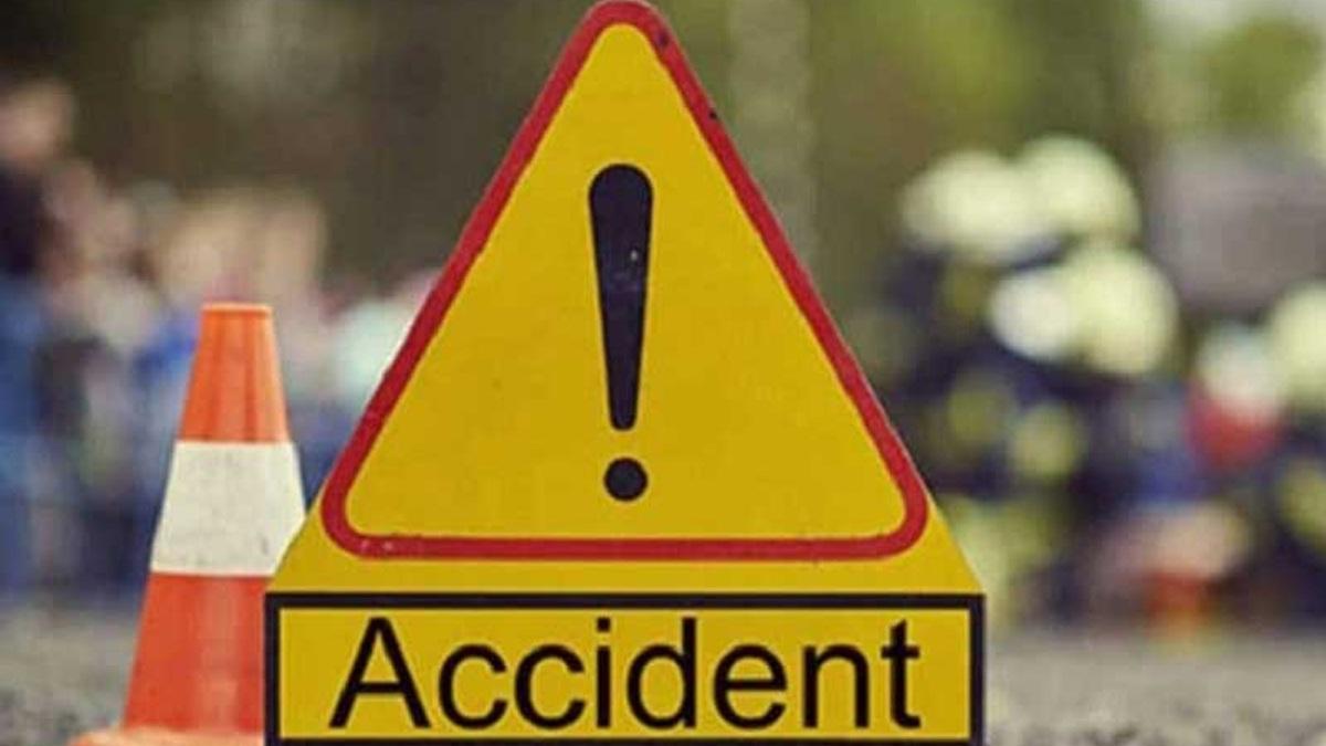 Three died in a road accident near Kandari village in Karjan
