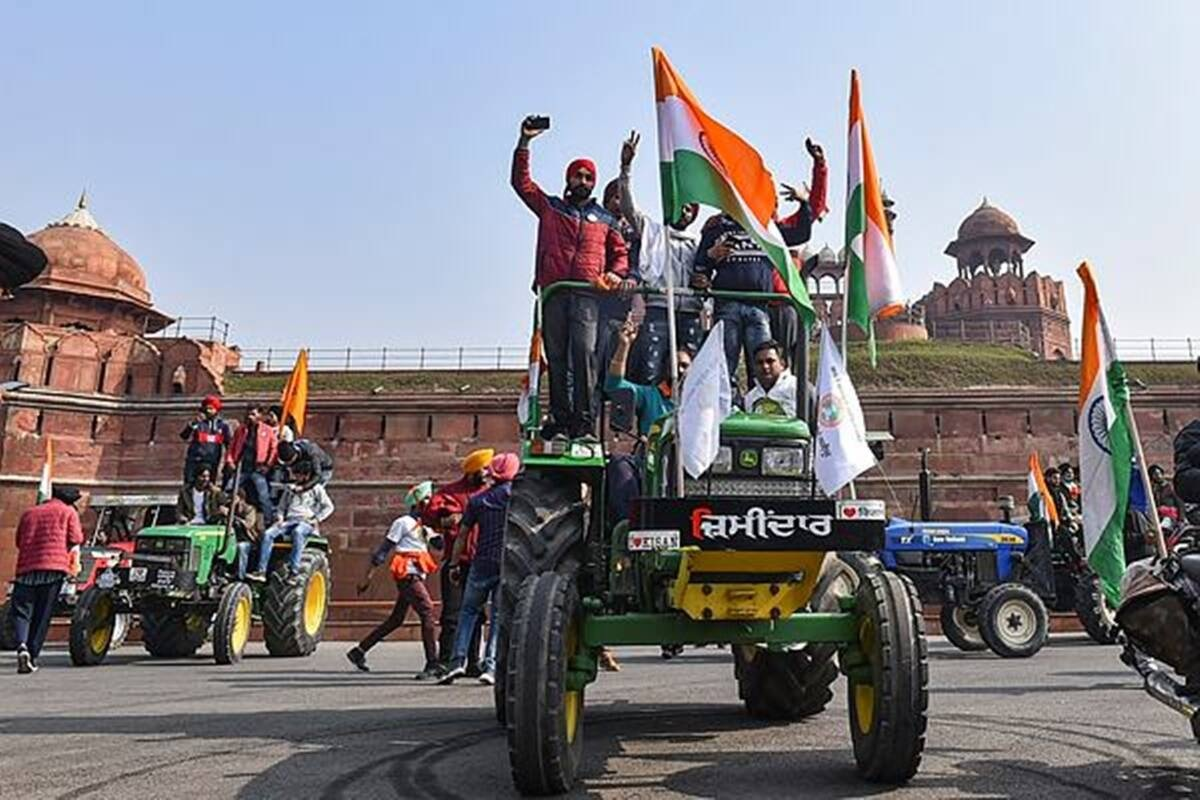 Protesting farmers enter Red Fort, wave flags from ramparts