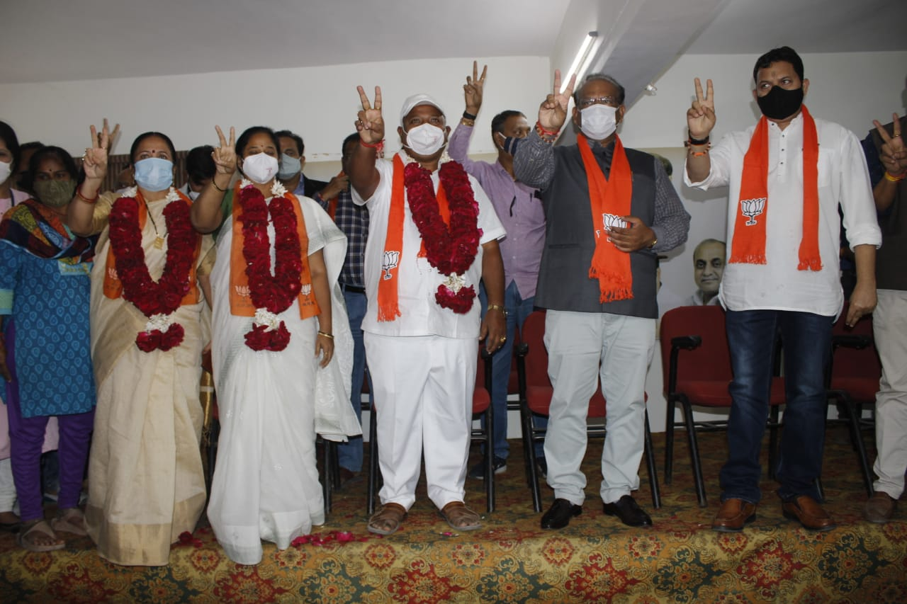 RSP leader Rajesh Ayre along with supporters joined BJP
