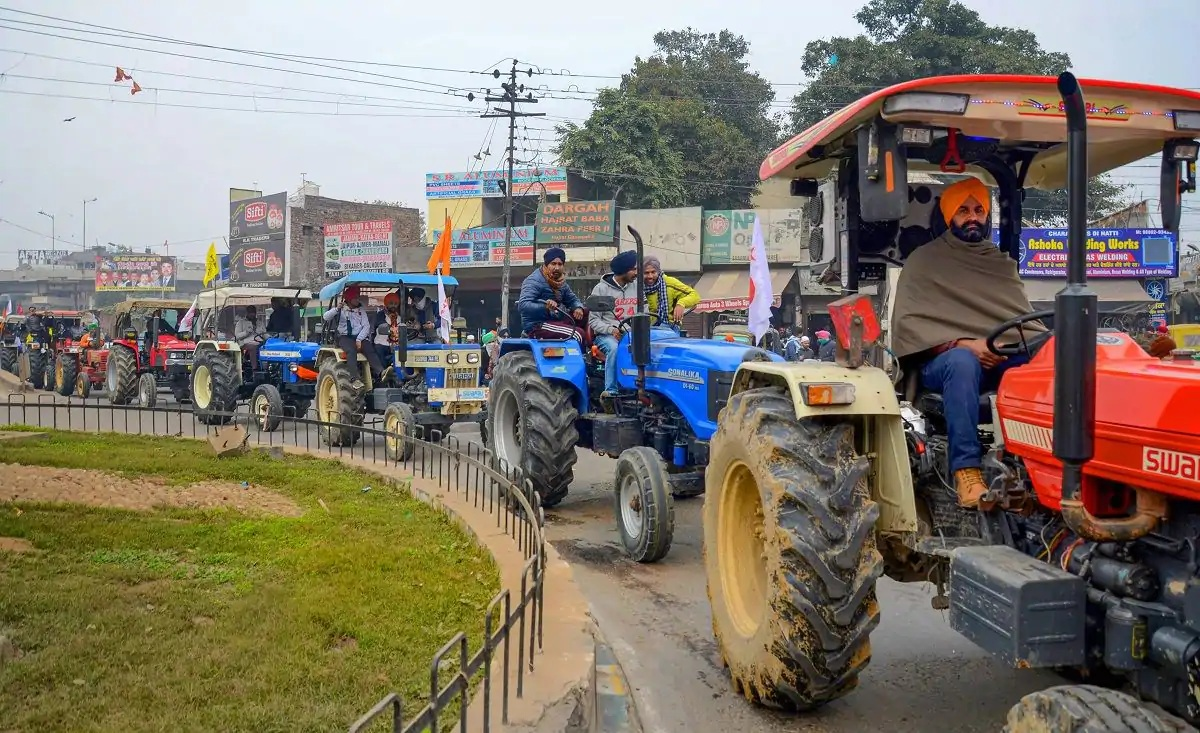 Security upgraded as hundreds of farmer protesters head to Delhi for tractor parade