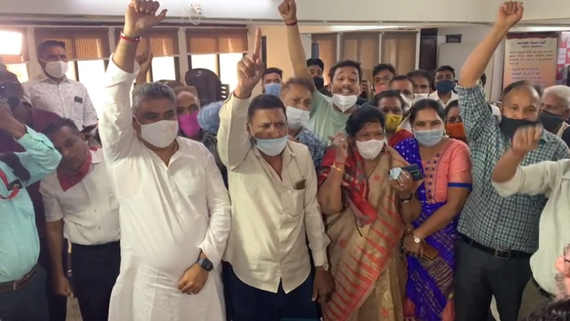 Opposition from BJP supporters of Ward 18 in Vadodara over inclusion of Congress councillor into the party