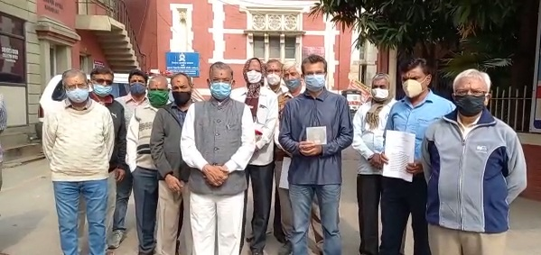 Swaminarayan followers gives memorandum to collector over misconduct with saints