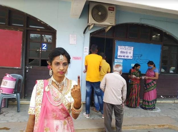 Bride in Vadodara cast her vote first before marriage