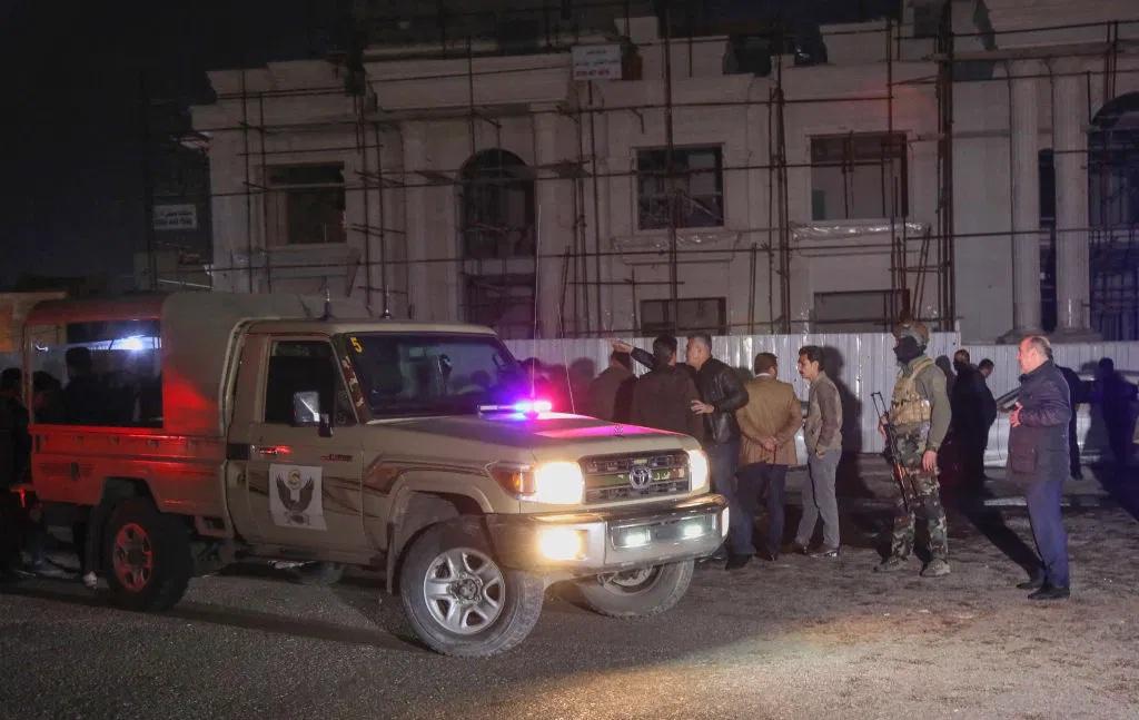 Rockets strike near US base in Iraq, killing 1, wounding 5