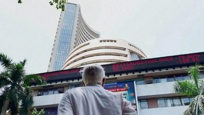 Sensex jumps 300 pts to record high of 52,450 in early trade, Nifty tops 15,400