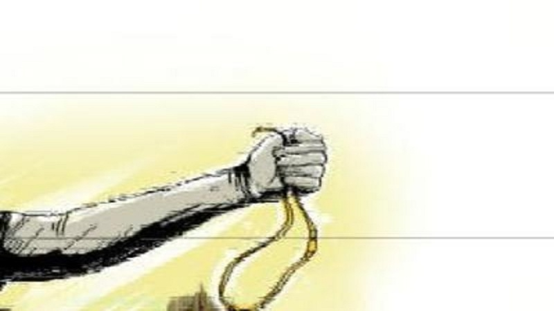 Two unknown youths snatched gold chain from a lady on Harni road in Vadodara