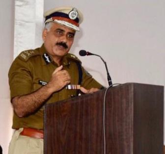 Vadodara Police Commissioner Shamsher Singh gives important instructions on road safety meeting